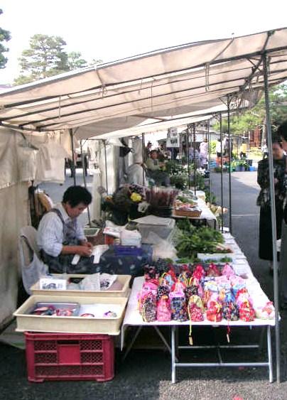 Takayama Jinya morning market June2006 1