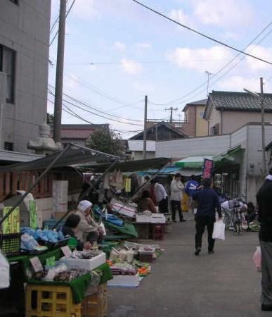 Katsuura morning market Nov 2005 1